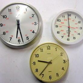 Wall Clocks 20cm To 27cm Diameter