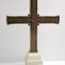 Free-standing Cross 82cm high