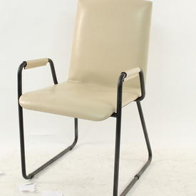 Mariani Wing & Cream Hide Visitor Chair