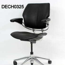 'Hscale' Black Fabric Low Back Swivel Executive Chair