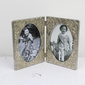 14cm  x  21cm Silver Embossed Double Photo Frame Oval inserts
