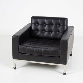 Black Buttoned Leather Robin Day Armchair