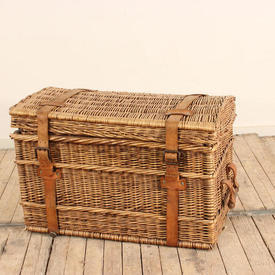 "2'6"" Wicker Picnic Basket with Leather Straps And Wooden Handles"