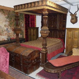 "Walnut And Gilt Four Poster Bed with Divan And Mattress (8'5"" High  x  7'9""  x  6'2"")"
