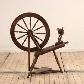 "3'3"" Darkwood Spinning Wheel"