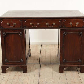 4' Mahogany Victorian Pedestal Desk with Green Leather Top