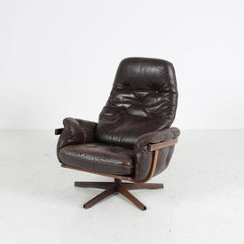70'S Brown Leather Buttoned Wood Frame Swivel Armchair