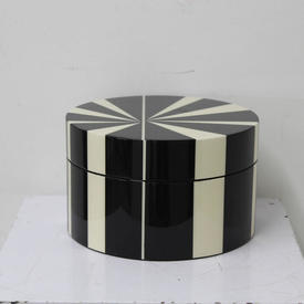 20Cm Black & White Cir Container with Lid